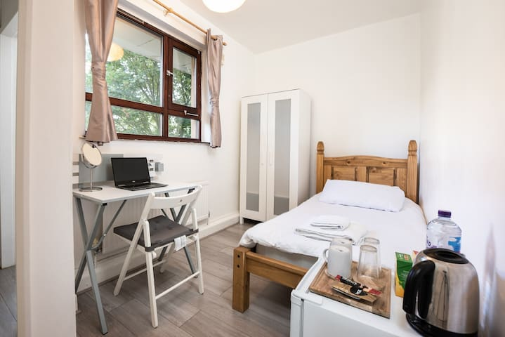Quiete Safe Huge Single Room in Central London