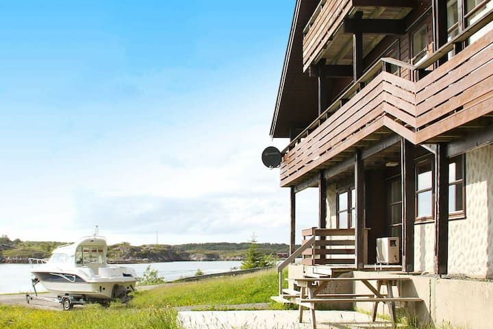 7 person holiday home in Selsøyvik