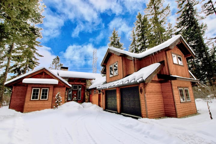 Elk View Lodge-Brand New Luxury Suncadia Retreat! Private w/Hot Tub & Fire Pit   Summer Pool