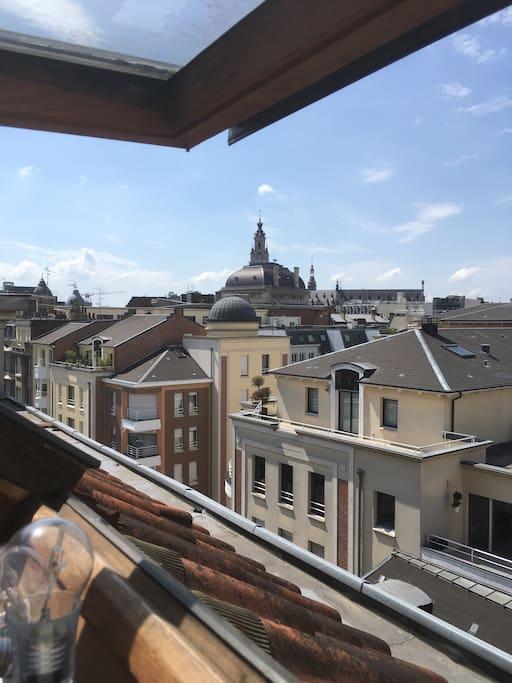 Large vue sur le centre et l'opéra.
