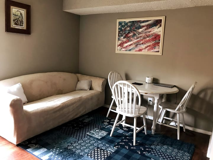 Cozy townhouse in A+ location Safe and Affordable!