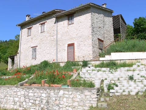 '600 Stone Farmhouse in The Green Heart of Italy