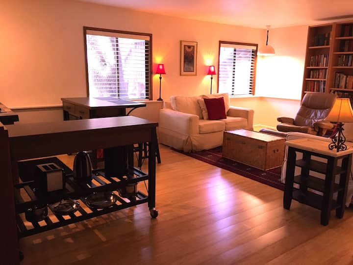 Beautiful, furnished apartment in Ashland!