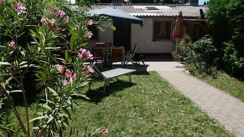 Kati's sunny holiday house 1 minute from the Lake
