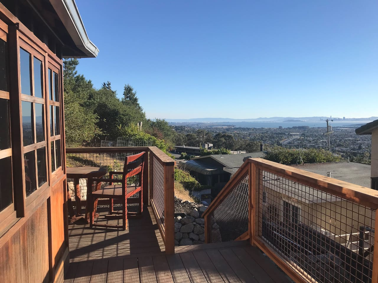 Dreamy guest house with view of San Francisco Bay/San Francisco...right next to a regional park