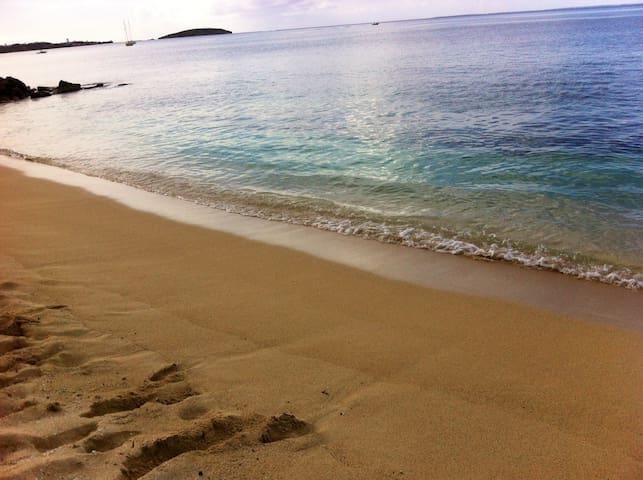 Studio avec plage & piscine privées - Marigot