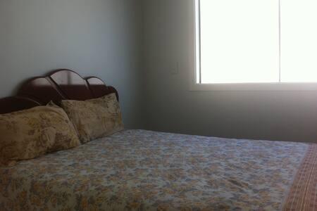 Quarto em casa na Barra. Condomínio Interlagos