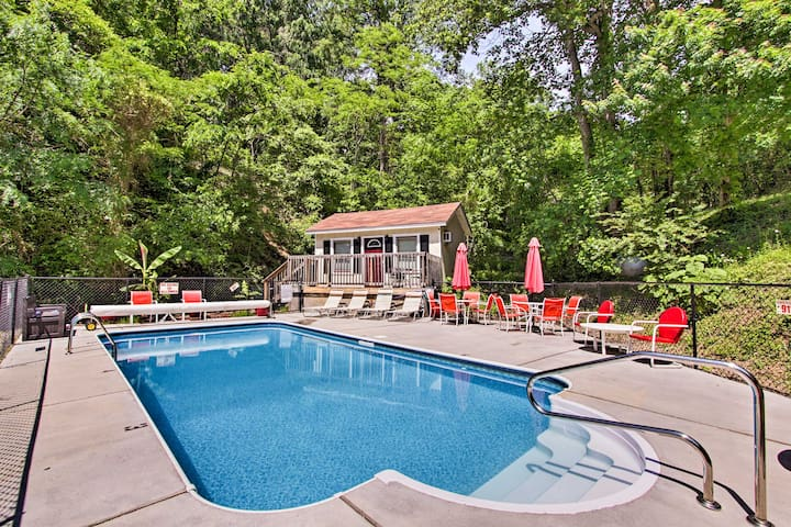 Pigeon Forge Cabin by Dollywood w/ Private Pool!