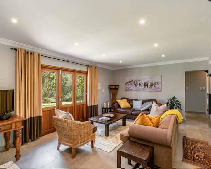 Cadmoor midway, stylish living, dstv, wifi kitchen