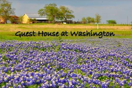 3 BR 1935 Farmhouse on 25 Acres - Washington