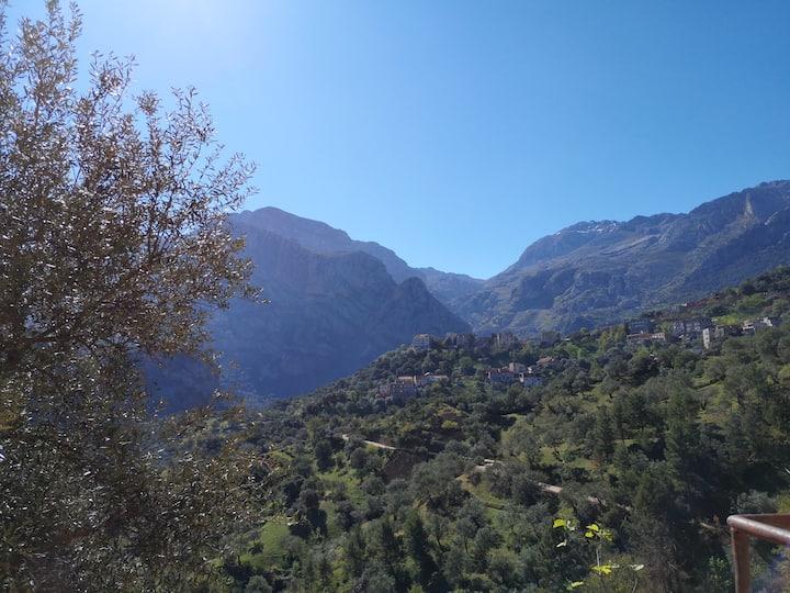 Location Ait Djemaa avec vue arrière sur montagne