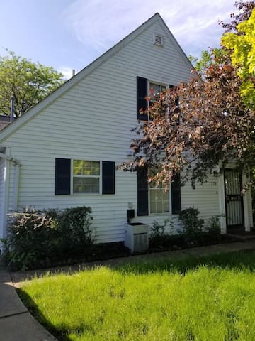 3 Bedrooms $2190/mt - Near CWRU & Cleveland Clinic