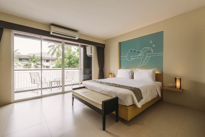 28 SQ.M / Double Bed / 30 metres to Patong Beach