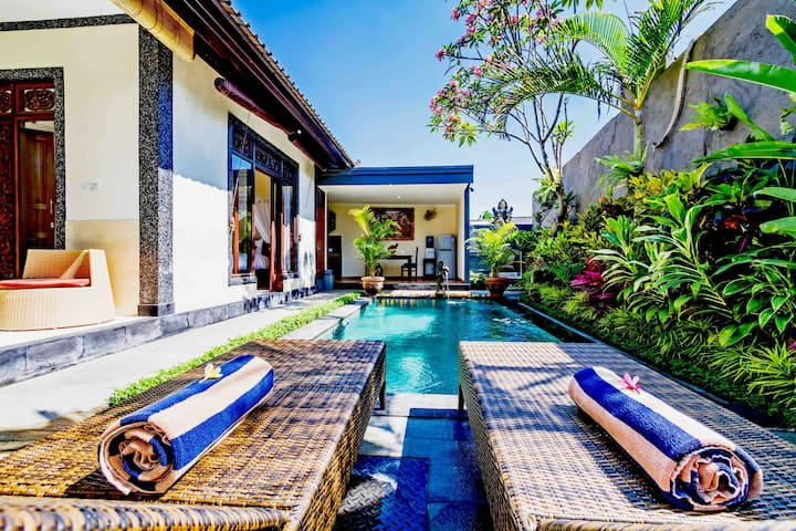 A Cozy Suweta House with Private Pool