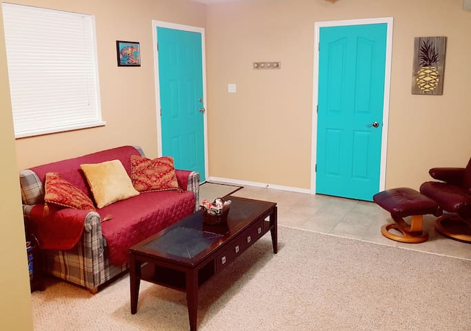 Beach Lover's Guest Suite @ Beach access! (intown)