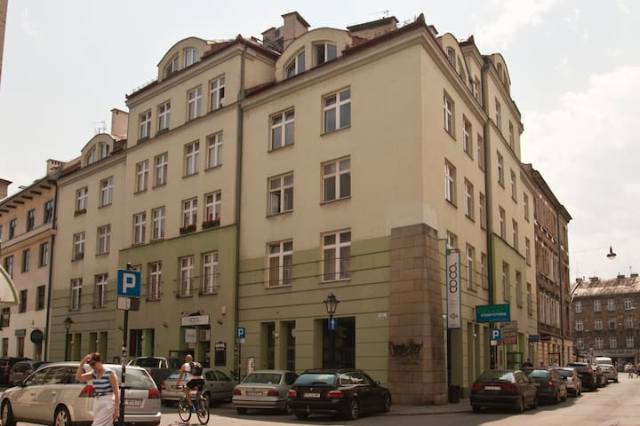 Great and central location, modern building, apartment is on the 4th and 5th floor with a lift.