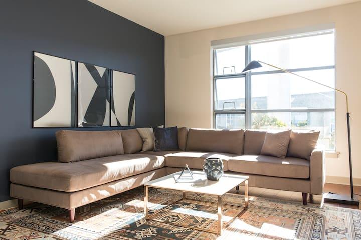 Sonder | Edgewater Terrace | Bright 1BR + Balcony