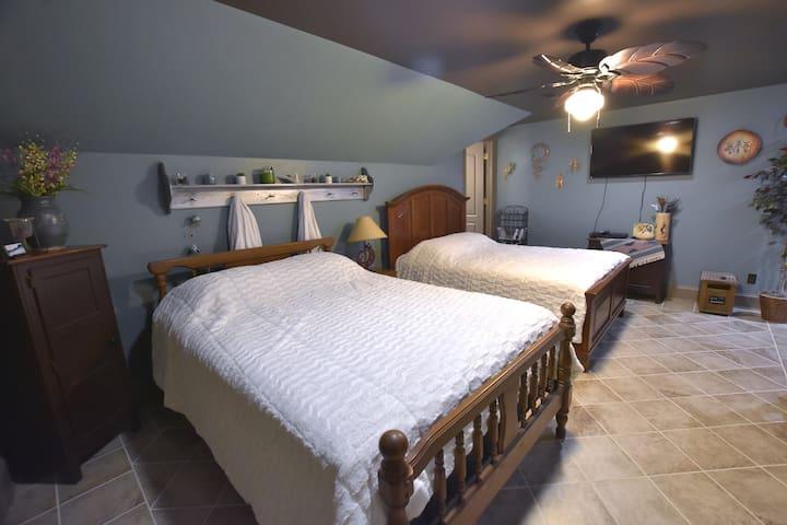 Suite with (2) Queen Beds