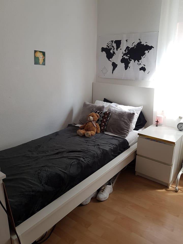 Welcome to Marienstraße, Girls shared flat,1  room