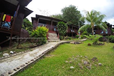 Island Reef Resort, Genting Village, Tioman Island - スイス式シャレー