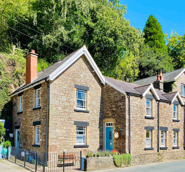 River View Cottage in the Heart of Tintern