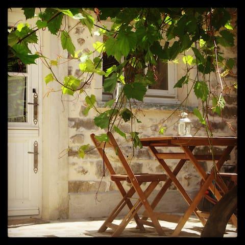 La p'tite maison des Roches, calme et nature - Videlles - Casa