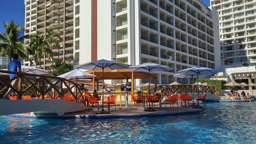 Beachfront - Ocean Views - Great Beach, Nice Pool, Fun Resort