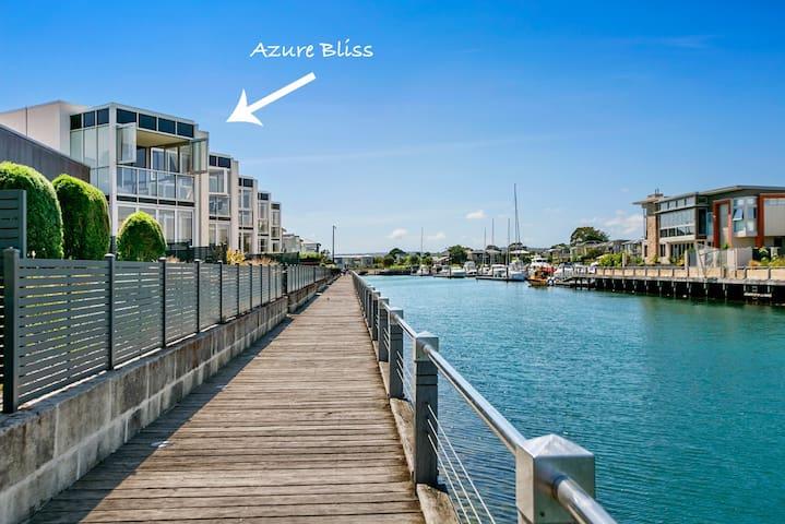 Azure Bliss - luxury Martha Cove apartment