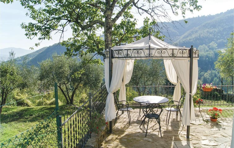 Holiday cottage with 3 bedrooms on 75m² in Castel San Niccolo´AR