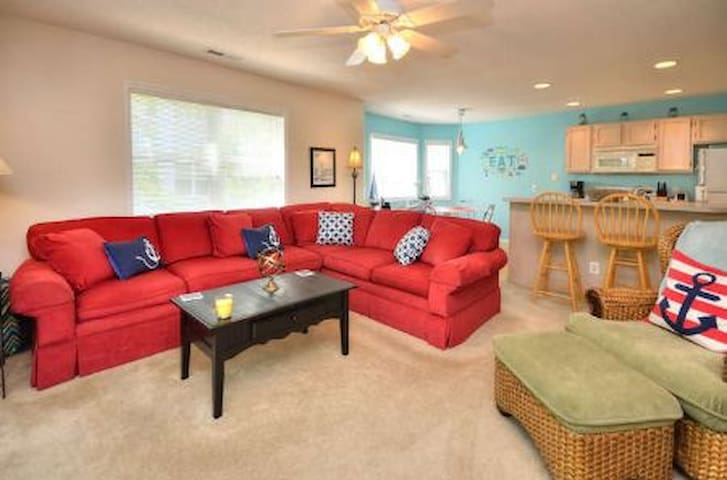 Windjammer-Beautiful Decor-2 BR/2 BA Condo  w/POOL