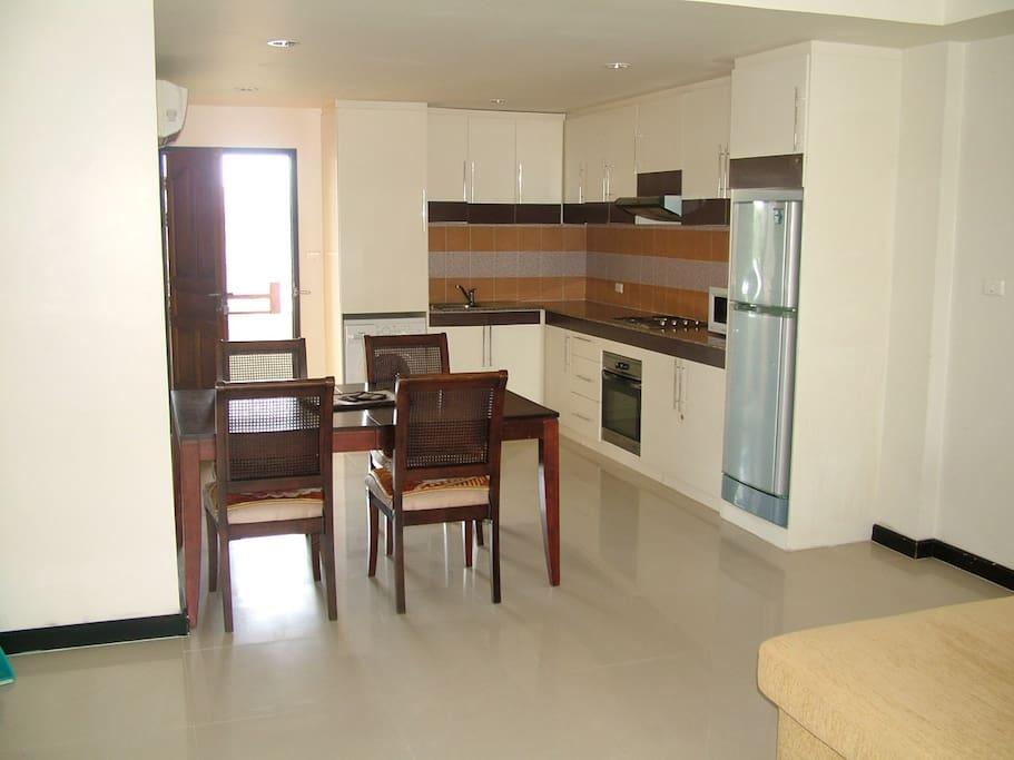 Full kitchen , with washing machine