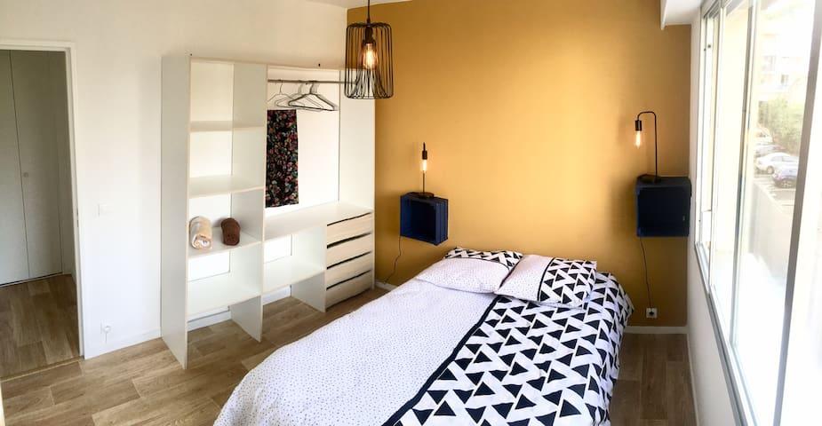 Chambre à coucher avec dressing