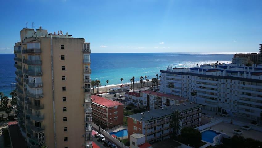 Estudio en Benalmadena primera línea de playa.