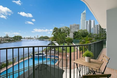 Surfers Paradise Riverfront - private twin room - Surfers Paradise