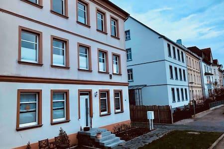 2,5 eigene Zimmer in WG-Wohnung - innenstadtnah