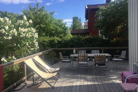 Idyllic garden house 15 min from Central Station - สตอกโฮล์ม - วิลล่า