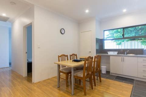 Maison Clean 3BRM avec cuisine, buanderie, WIFI et parking