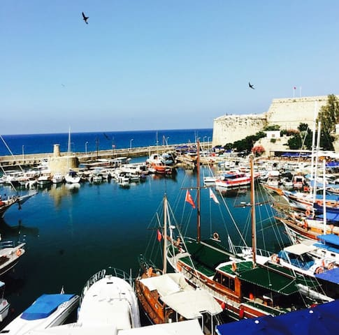 Flat inthe middle of KyreniaHarbour - Girne - Apartemen