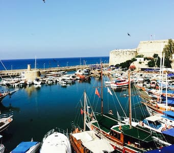 Flat inthe middle of KyreniaHarbour - Girne - Apartment