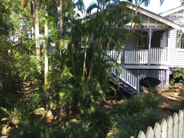 Queenslander. Your own private suite/Close to city