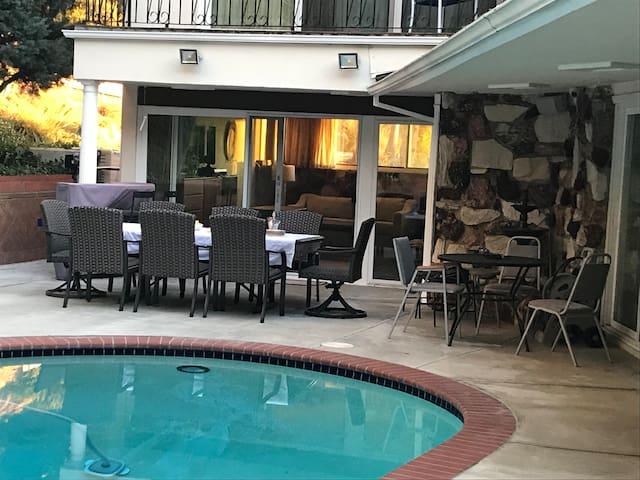 Burbank Hillside Cozy Pool Guest suite & peaceful.