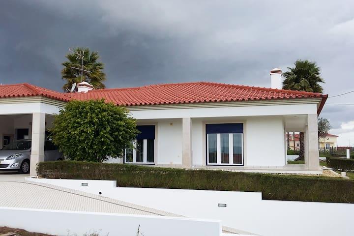 The Blue House  Leiria! - Maceira - Casa