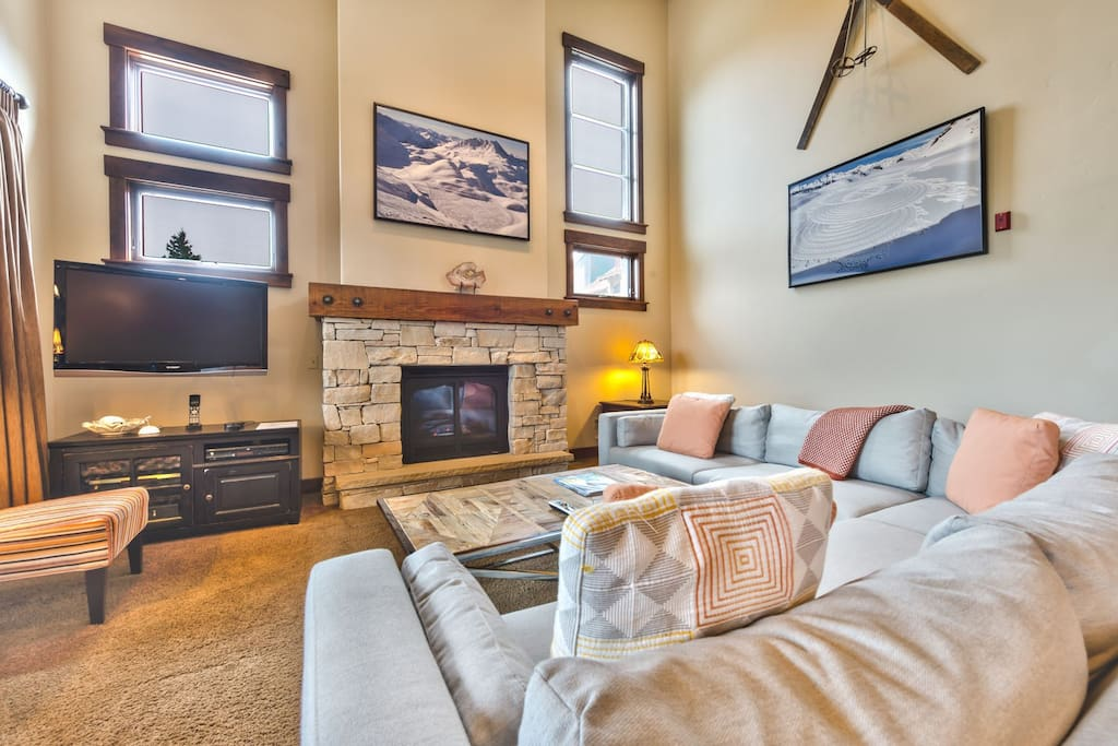 Spacious Living Room with Cozy Seating, TV, Gas Fireplace and Deck Access