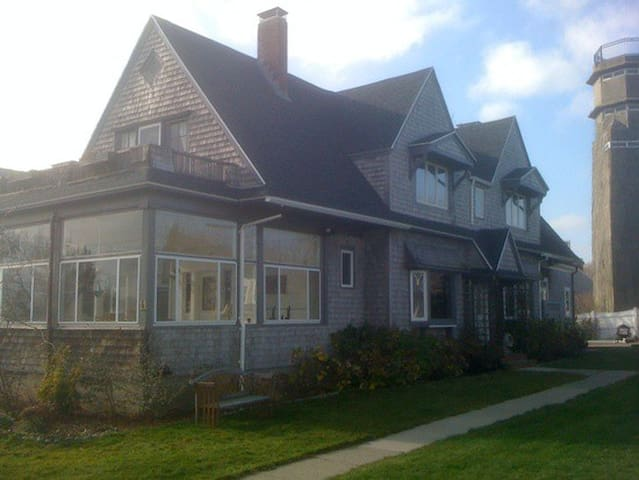 Beach side getaway, short ferry ride from Boston! - Hull - House