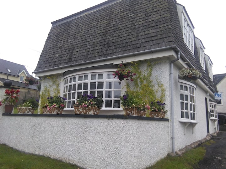 Larchwood B&B (Twin OR Double room with Pr. Fa.)