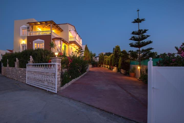 Villa Apollon - เรธิมนอน - วิลล่า