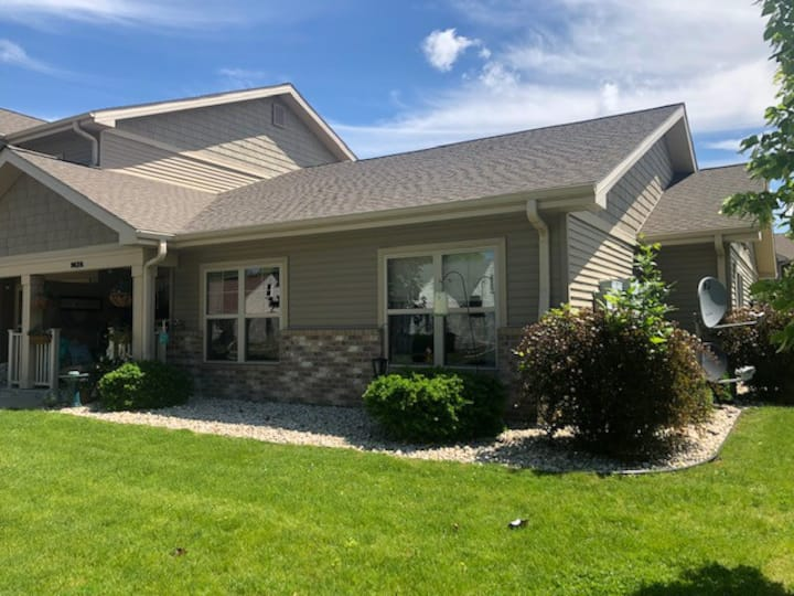 Private bedroom and Bath Neenah Townhome