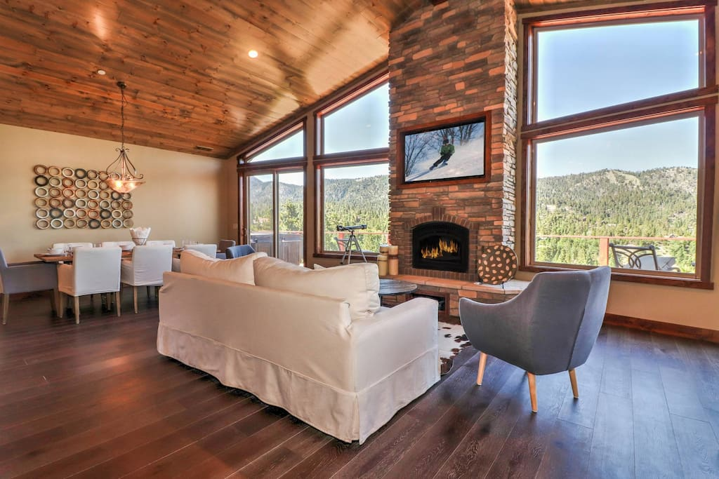 Gray wolf cabin luxury spa pool table views houses for Big bear luxury cabin