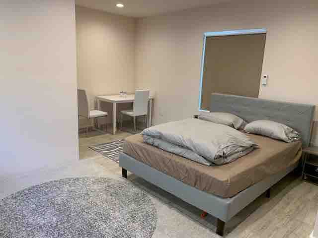 A Small Studio Unit / Room in Beverlywood