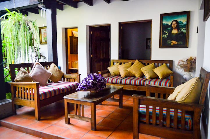 Big house in the heart of Antigua with parking